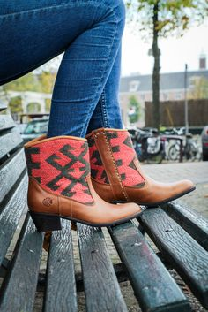We love Inez boots! They fit with almost every outfit and can be worn the whole year around! New pairs now online and in store ✌🏻️ . . . #kindredspirits #thekindreds #originals #boots #footwear #handmade #oneofakind #kilimboots #love #ootd #cowboyboots #originals #handmade #colorful #patterns #colors #comfortable #amsterdam