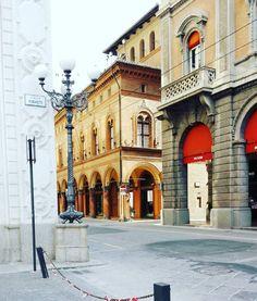 PIAZZA MINGHETTI - bologna2016 #piazzamaggiore #bologna #italia #ig_bologna #nettuno #ig_emiliaromagna #igersitalia #mybologna #turismoer #piazzagrande #igersemiliaromagna #succedesoloabologna #piazza #picoftheday #instagood #vscocam #architecture #bolognawelcome #unibo #roma #igers #friends #beautiful #lights #milano #streetart #art #love #italy #igersbologna by manuela_minutillo