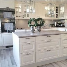 Interior Planning Tips Tricks And Techniques For Any Home. Interior design is a topic that lots of people find hard to comprehend. Kitchen Redo, Home Decor Kitchen, Kitchen Interior, New Kitchen, Kitchen Remodel, Kitchen Dining, Beautiful Kitchens, Cool Kitchens, Grey Countertops