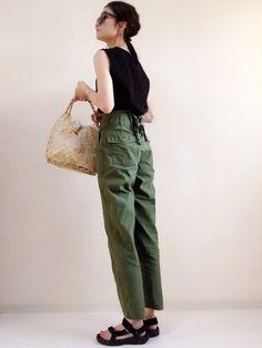 Japanese Minimalist Fashion, Minimalist Fashion Women, Japanese Fashion, Daily Fashion, Everyday Fashion, Fashion Pants, Fashion Outfits, Simple Wardrobe, Grunge Fashion