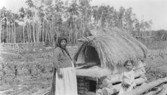 Clay oven with temporary thatch to protect against rain. Entrance for dog below, Fraserwood, Manitoba, Canada Ontario, Clay Oven, Ukrainian Recipes, Canadian History, Canada, Red River, My Heritage, Good Ol, Old Things