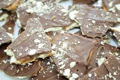 Homemade toffee made in minutes from staple ingredients | a great recipe that kids can help with this summer!
