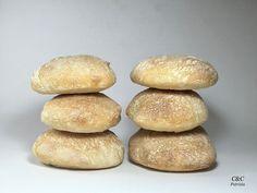 """I cazzotti sono un tipo di pane diffuso nel centro-sud dell""""Italia ideale per ogni tipo di farcitura. Si tratta di panini piccoli, tondegg... Hamburger, Pizza, Panini, Bread, Hobby, Food, Sausage, Italia, Kitchens"""