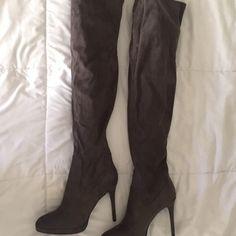 KNEE HIGH BOOTS W/ HEEL **NEVER WORN** brand new dusty grey knee high boots Forever 21 Shoes Heeled Boots