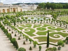 Headed to Versailles on your next trip to Paris? ⠀ ⠀ Get in touch with us about our skip-the-line tickets. Chateau De Blois, Chateau Versailles, Versailles Garden, Palace Of Versailles, Visit Versailles, Virtual Travel, Virtual Tour, Château De Villandry, Good News