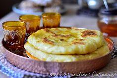 Bouchiar, matloua Mili galette moelleuse berbère Bouchiar (بوشيار) est une délicieuse galette berbère moelleuse à souhait connu sous le nom de Matloua Mili de la région Berbère d'Algérie comme la précisé mon amie Assia du blog Gourmandise assia chez qui je me suis inspirée les uns disent pain marocain d'autre galette algérienne. La pâte ...