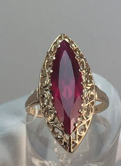 Gold Jewelry Simple, Gold Rings Jewelry, Bridal Jewelry, Diamond Jewelry, Antique Jewelry, Jewelery, Vintage Jewelry, Ruby Ring Vintage, Antique Gold Rings