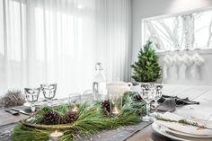 Christmas Table - VALÉRIE DE L'ÉTOILE INTERIOR DESIGNER Designer, Magazine, Table Decorations, Christmas, Furniture, Home Decor, Xmas, Decoration Home, Room Decor