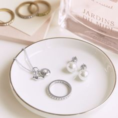 Are you a pearl girl? Shop classic must-haves on my boutique today!