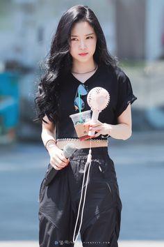 Seoul Music Awards, Mnet Asian Music Awards, Kpop Fashion, Korean Fashion, South Korean Girls, Korean Girl Groups, Son Na Eun, Apink Naeun, Simply Fashion