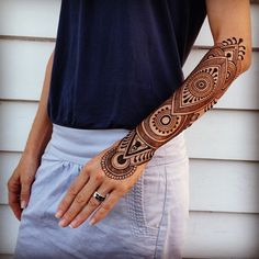 Latest Henna Tattoo Ideas for For many eastern people, Henna art on the hands and feet is a way to express celebration. For even more women around the world, henna is applied for exhibiting one's passion and admiration for art. Mehndi Tattoo, Henna Mehndi, Hand Henna, Samoan Tattoo, Polynesian Tattoos, Arm Tattoos, Body Art Tattoos, Sleeve Tattoos, Tattoo Arm