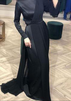 Back to black 🖤✖ Stylish Dresses, Simple Dresses, Pretty Dresses, Beautiful Dresses, Modesty Fashion, Muslim Fashion, Fashion Dresses, Hijab Evening Dress, Hijab Dress Party
