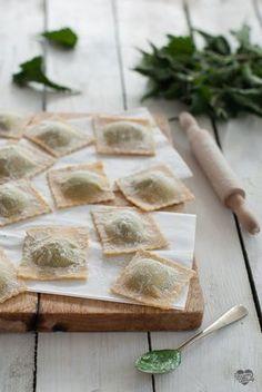 Ravioli all'ortica e ricotta Ricotta, No Salt Recipes, Crepes, Feta, Heartland, Gnocchi, Dolce, Coffee, Cooking