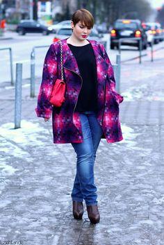 Photos: Falko Blümlein Coat: Manon Baptiste (via navabi) Shirt: COS Jeans: Zizzi Boots: Acne...