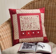 Women on the Verge: Combination Patchwork and embroidery Hand Embroidery Projects, Embroidery Stitches Tutorial, Hand Embroidery Designs, Embroidery Patterns, Machine Embroidery, Knitting Stitches, Simple Embroidery, Ribbon Embroidery, Patchwork Cushion