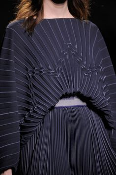 Pleated Dress with beautifully balanced structure pleat pattern - fabric manipulation techniques // Vionnet Fall 2014 by reva Paris Fashion, Fashion Art, High Fashion, Fashion Beauty, Fashion Show, Fashion Design, Fashion Fabric, Style Fashion, Textile Manipulation