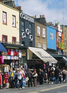 Londres capitale de la mode : fripes tendance au marché de Camden (Camden Market, London, U.K.)