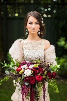 Berry-toned overgrown bouquet and faux fur bridal wrap