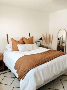 Room Ideas Bedroom, Bedroom Inspo, Dream Bedroom, Home Decor Bedroom, Warm Bedroom, Bedroom Sofa, Diy Bedroom, Master Bedroom, Orange House