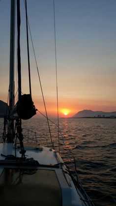 Evaluating a coastal cruiser Sky Aesthetic, Summer Aesthetic, Catamaran Design, Beautiful World, Beautiful Places, Lake Pictures, Sail Away, Luxury Yachts, Strand