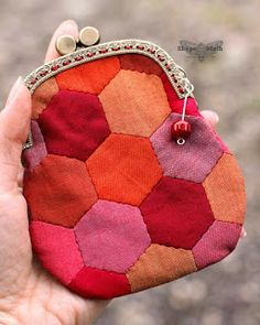Wish I could sew! Shape Moth Frame Purse.