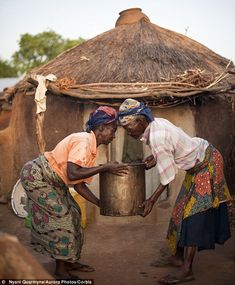 Nyani quarmyne-Most of the residents of the Gambaga camp for alleged witches are elderly and find manual work difficult. Here a resident helps her neighbour to lower a bucket of water brought from the communal tap. African Life, African History, Women In History, African Women, African Culture, Black Women Art, Black Art, Ghana, Unity In Diversity