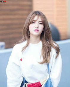 somi ‧̣̥̇ ex-i. Kpop Hair Color, Kim Sejeong, Celebrity Hair Colors, Jeon Somi, Korean Celebrities, Celebrity Hairstyles, Hollywood Actresses, Hair Inspo, Girl Crushes