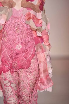 🌸💕🌸💖🌸💕🌸 Gorgeous lace dress and coat of pretty patches. Uni Fashion, Weird Fashion, Fashion Art, Fashion Beauty, Womens Fashion, Fashion Design, Fernanda Yamamoto, Recycled Fashion, Textiles