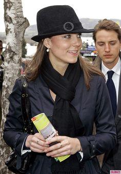Стильные шляпки Кейт Миддлтон.