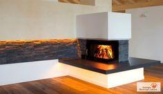 Wunderschöner Heizkamin der durch die Weiterführung des Natursteins an der Wand völlig integriert im Raum erscheint. #kamin #ofen #fireplace www.ofenkunst.de