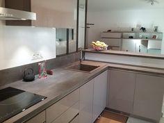 cuisine ouverte avec bar donnant sur la pièce à vivre, meuble
