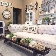 Stunning 35 Rustic Farmhouse Living Room Furniture Decor Ideas https://roomodeling.com/35-rustic-farmhouse-living-room-furniture-decor-ideas