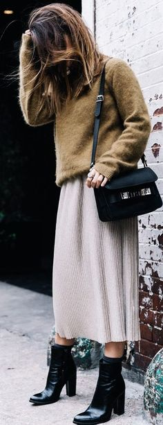 Blogger Style l Sara Escudero (Collage Vintage): olive green knit sweater x neutral pleated midi skirt x ankle boots x proenza schouler ps11 bag