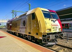 Today, the Hungarian railways presented another 480 series locomotive honoring an historical figure. With a festive ceremony MAV 480 003 was inaugurated with a red and ivory colored wrapping about …