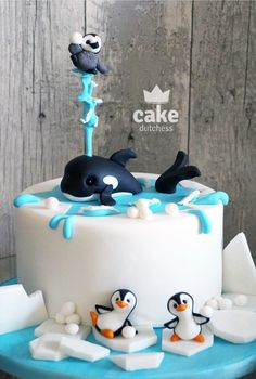 Penguins 🐧 Best Picture For small Cake Design For Your Taste You are looking for something, and it is going to tell you exactly what you are looking for, and you didn't find that picture. Crazy Cakes, Fancy Cakes, Pink Cakes, Pretty Cakes, Cute Cakes, Cake Dutchess, Christmas Cake Designs, Penguin Cakes, Cute Baking