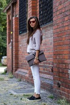 Casual outfit inspiration - upgraded with an envelope clutch. // Larisa Costea
