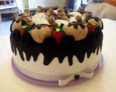 Porta torta in feltro panna e fragole copri di PerleArcobaleno