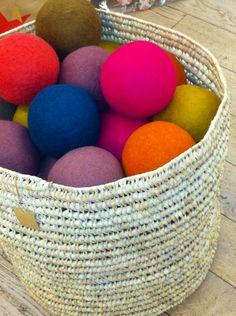 Balles multicolores en feutre