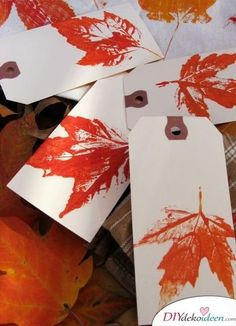 30 Gorgeous Ways to Craft with Fall Leaves Add leaf prints to blank cards or gift tags. They're great for Thanksgiving cards or a personalized note on any baked goods you may be gifting. Get the tutorial at Skip to My Lou. Autumn Leaves Craft, Autumn Crafts, Nature Crafts, Thanksgiving Crafts, Holiday Crafts, Fall Leaves, Thanksgiving Parade, Crafts For Kids, Arts And Crafts