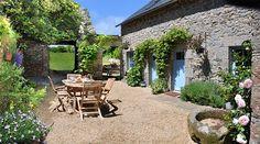 Balade dans les jardins de la maison de Brigitte, gite de charme en Bretagne, Finistère