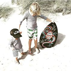Perfect day for the beach and our Breton Sweat Shorts  Thanx for sharing this sweet picture of your boys @hanneketsujimaru #pants #breton #stripes #kids #clothes #children