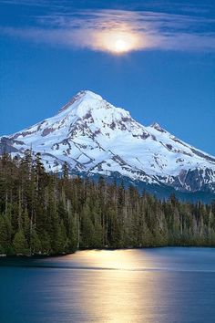 Lost Lake, is in the Mount Hood National Forest. It is 16.2 kilometers northwest of Mount Hood, in Hood River County, Oregon.