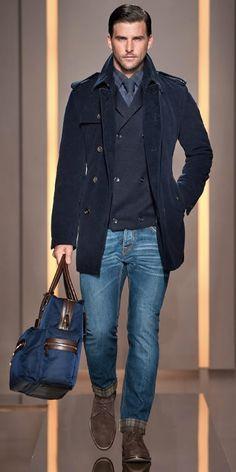 El hombre tiene una bolsa, un chaqueta, una camisa, los jeans, y botinas. Es un buen atuendo para New York. - Nick y Jack