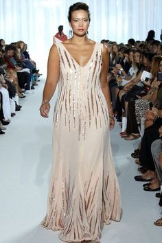 Vestidos largos para fiestas para gorditas que desean lucir su fabulosa figura. Una diosa total.