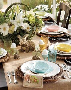 Mesa de Páscoa decorada com coelhos e elementos rústicos | Eu Decoro