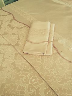 Bed Sheets, Projects To Try, Curtains, Bed Linens, Games, Outfits, Table Toppers, Beds, Bed Drapes