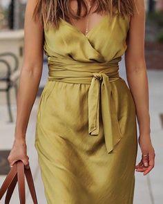 Black Dress Outfits, Casual Dresses, Fashion Dresses, Dress Clothes For Women, Trend Fashion, Summer Wraps, Womens Fashion Online, Apron Dress, Dress Patterns