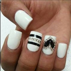Black & White Nailart with heart - bellashoot.com