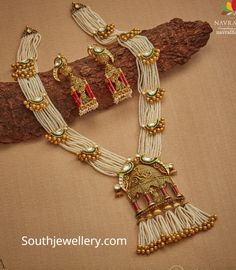 Jewelry OFF! Pearls haram with parrot motifs photo Antique Jewellery Designs, Fancy Jewellery, Gold Jewellery Design, Stylish Jewelry, Pearl Necklace Designs, Jewelry Design Earrings, Jewelry Clasps, Necklace Set, Gold Earrings