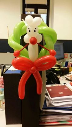 CHRISTMAS WREATH BALLOON...